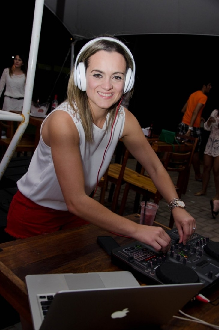DJ Miss Angel no Lovina Tropical